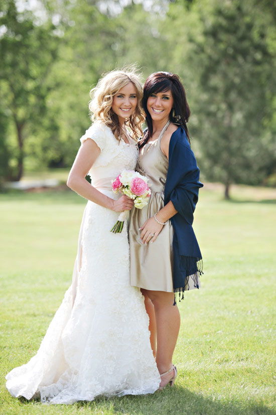 navy and tan bridesmaids with pashminas